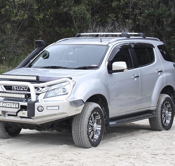 Isuzu M-UX 4WD
